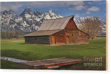 A Barn In The Tetons Wood Print by Adam Jewell