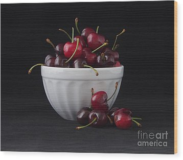 A Bowl Full Of Cherries Wood Print