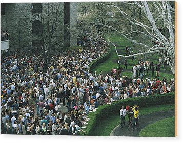 A Crowd Gathers Around Keenelands Wood Print by Melissa Farlow