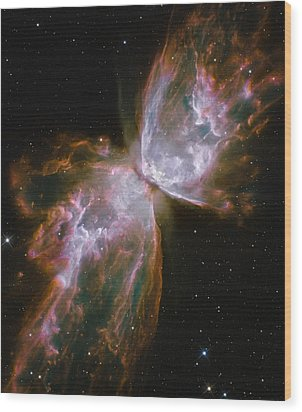 A Dying Star In The Center Wood Print by Nasa/Esa