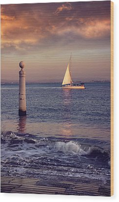 A Lisbon Sunset By The Tagus River Wood Print