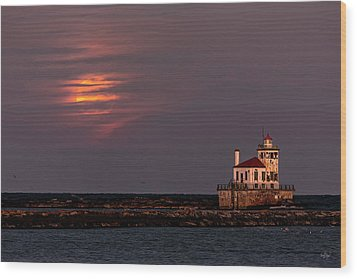 Wood Print featuring the photograph A Moonsetting Sunrise by Everet Regal