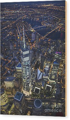 A Night In New York City Wood Print by Roman Kurywczak