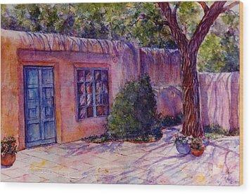 A Patio In Santa Fe Wood Print by Ann Peck