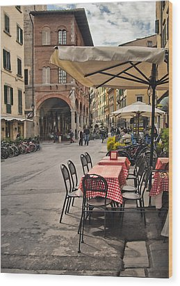 A Pisa Cafe Wood Print by Sharon Foster