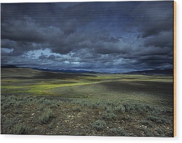 A Storm Builds Up Over A Colorado Wood Print by David Edwards