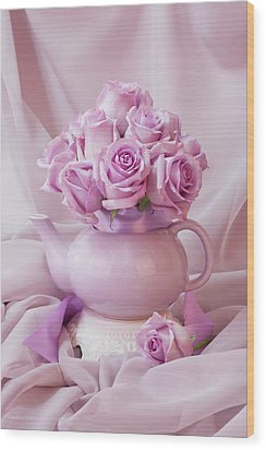 A Tea Pot Of Lavender Pink Roses  Wood Print by Sandra Foster