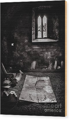 Wood Print featuring the photograph A Tombstone In Sligo Abbey Bw by RicardMN Photography