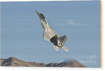 A U.s. Air Force F-22 Raptor Takes Wood Print by Giovanni Colla