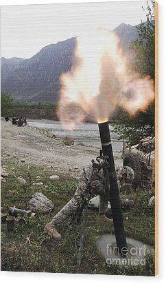 A U.s. Army Soldier Ducking Away Wood Print by Stocktrek Images