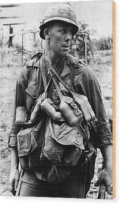 A U.s. Soldier With The U.s. 1st Wood Print by Everett