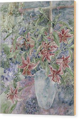 A Vase Of Lilies Wood Print