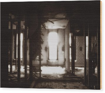 Abandoned Flophouse In Denver Wood Print by Lucas Boyd