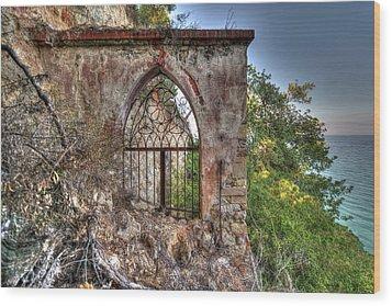 Abandoned Places Iron Gate Over The Sea - Cancellata Sul Mare Wood Print