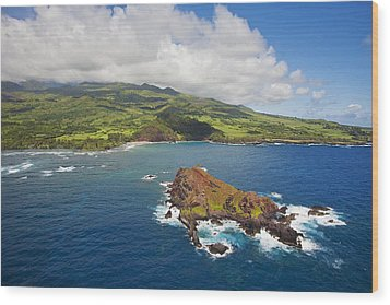 Aerial Of Alau Islet Wood Print by Ron Dahlquist - Printscapes
