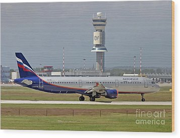 Wood Print featuring the photograph Aeroflot - Russian Airlines Airbus A321-211 - Vq-bei by Amos Dor