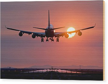 Aeroplane Landing At Sunset, Canada Wood Print by David Nunuk