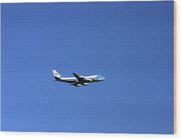 Wood Print featuring the photograph Air Force One In Flight by Duncan Pearson
