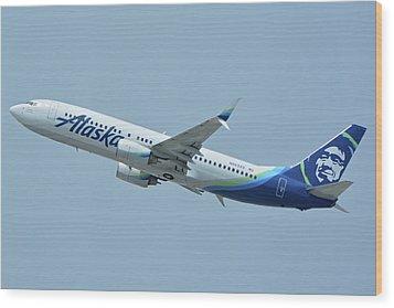 Alaska Boeing 737-890 N563as Los Angeles International Airport May 3 2016 Wood Print by Brian Lockett