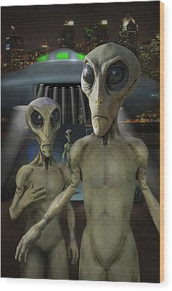 Alien Vacation - The Arrival  Wood Print by Mike McGlothlen