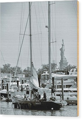 America II And The Statue Of Liberty Wood Print by Sandy Taylor