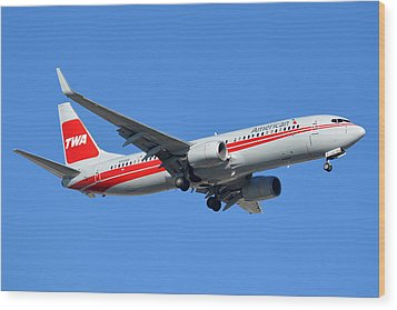 American Boeing 737-823 N915nn Phoenix Sky Harbor January 11 2015 Wood Print by Brian Lockett
