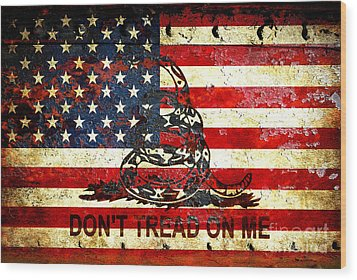 American Flag And Viper On Rusted Metal Door - Don't Tread On Me Wood Print