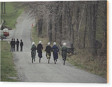 Amish People Visiting Middle Creek Wood Print by Ira Block