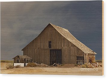 An Old Barn In Rural California Wood Print by Mark Hendrickson
