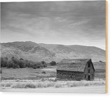 Wood Print featuring the photograph An Old Barn by Mark Alan Perry