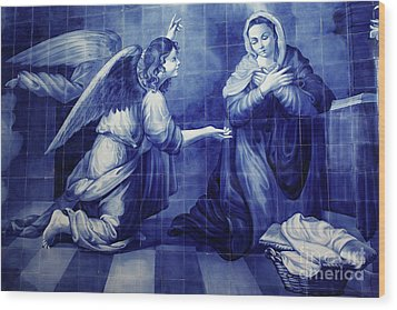 Annunciation Wood Print by Gaspar Avila
