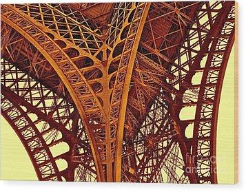 Au Pied De La Tour Eiffel Wood Print