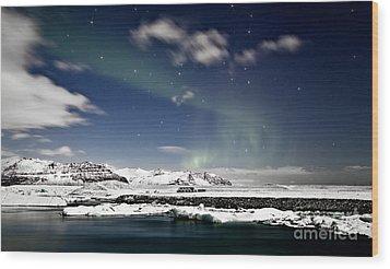 Aurora At Glacier Lagoon Wood Print by Roddy Atkinson