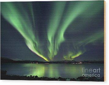 Aurora Borealis Over Tjeldsundet Wood Print
