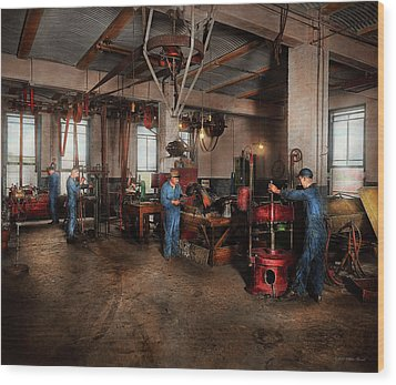 Wood Print featuring the photograph Autobody - The Bodyshop 1916 by Mike Savad