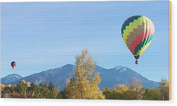 Ballons At Taos Mountain Wood Print