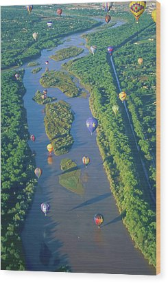 Balloons Over The Rio Grande Wood Print by Alan Toepfer