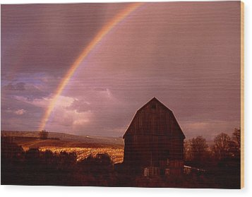 Barn And Rainbow In Autumn Wood Print