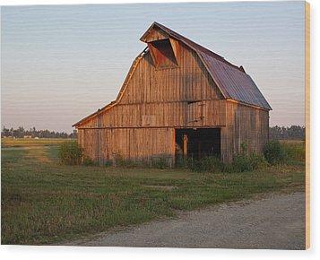 Barn At Early Dawn Wood Print by Douglas Barnett