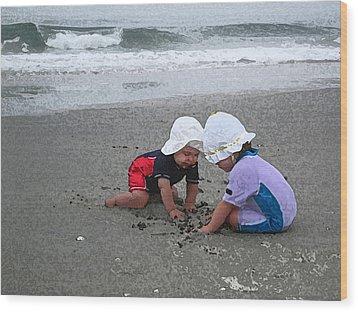 Beach Babies Wood Print by Paul Barlo