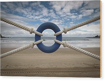Beach Through Lifeguard Tied With Ropes Wood Print by Carlos Ramos