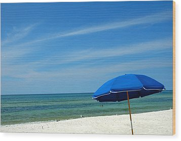 Beach Umbrella Wood Print by Susanne Van Hulst