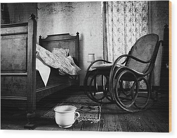 Wood Print featuring the photograph Bed Room Rocking Chair - Abandoned Building Bw by Dirk Ercken