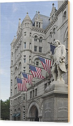 Benjamin Franklin Statue In Front Of The Old Post Office - Washington Dc Wood Print by Brendan Reals
