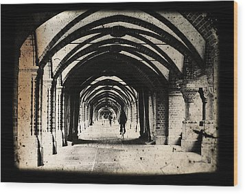 Berlin Arches Wood Print by Andrew Paranavitana