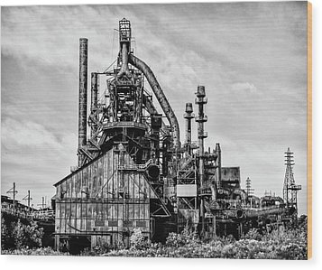 Bethlehem Pa Steel Plant  Side View In Black And White Wood Print by Bill Cannon