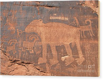 Big Bear Petroglyph Wood Print by David Lee Thompson