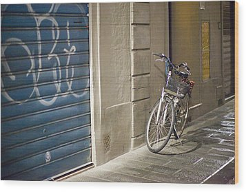 Bike In Florence Wood Print by Andre Goncalves