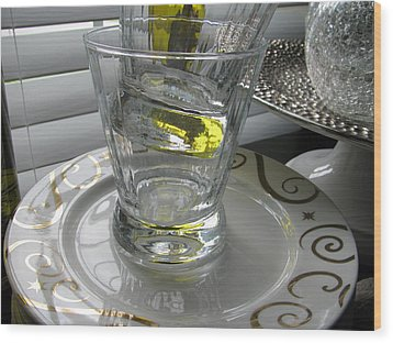 Wood Print featuring the photograph Bistro Plates And Glasses by Lindie Racz