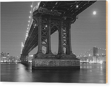 Black And White - Manhattan Bridge At Night Wood Print